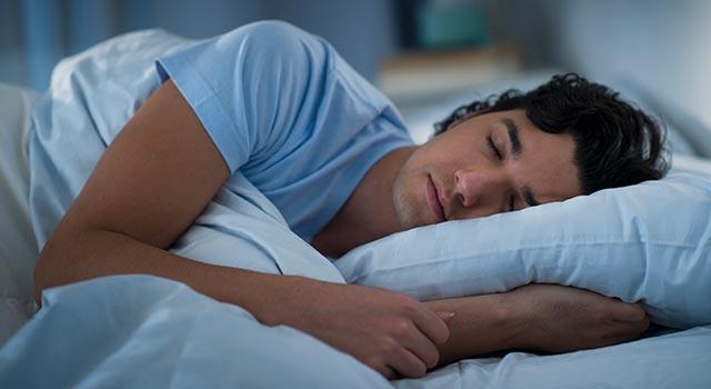 Que faire si vous vous endormez avec vos lentilles ?