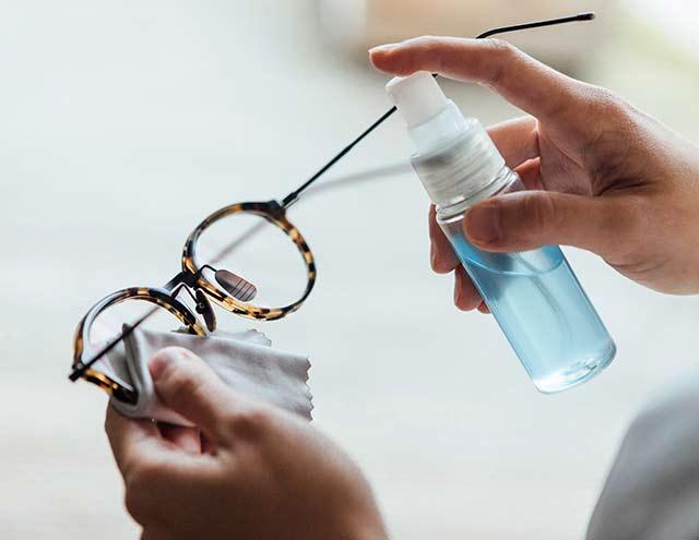 Nos conseils pour bien nettoyer vos lunettes